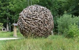 Kunstwerk Holzmantel am Waldhaus Mehlmeisel